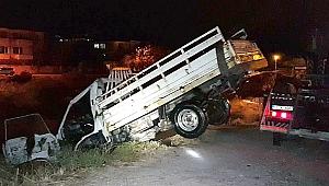 Kamyonet Çaya Uçtu, Sürücü Kayıp
