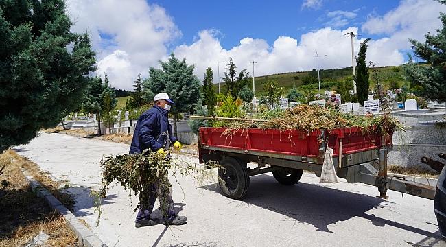 Çınarlıdere Mezarlığı, Koronavirüs önlemleri alınarak kabir ziyaretine açıldı.