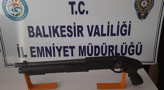 Balıkesir'de 29 aranan şahıs yakalandı, 5 silah ele geçirildi