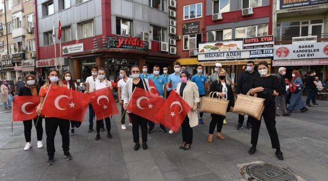 Balıkesir'de Valilik koordinesinde 27 bin bayrak dağıtıldı