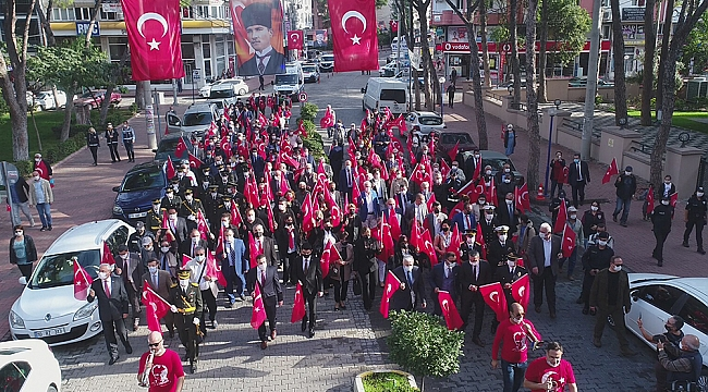 Burhaniye'de Cumhuriyet Bayramı bando ve kortejle başladı