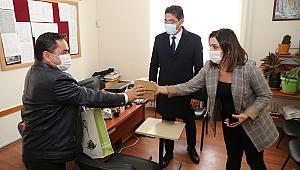 Öğretmenler Günü Burhaniye'de düzenlenen tören ve ziyaretlerle kutlandı.
