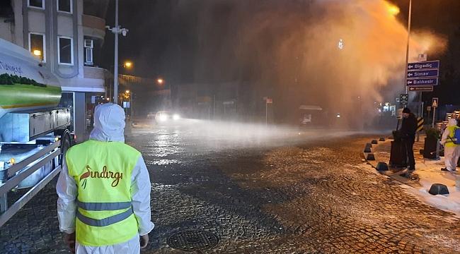 Sındırgı caddeleri köpüklerle yıkanıyor
