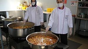 Burhaniye Belediyesi'nden, karantinada olanlara sıcak yemek